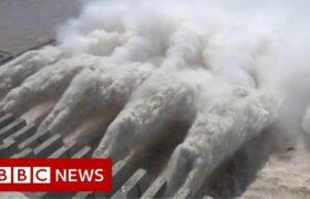 China floods: World's biggest dam nears capacity